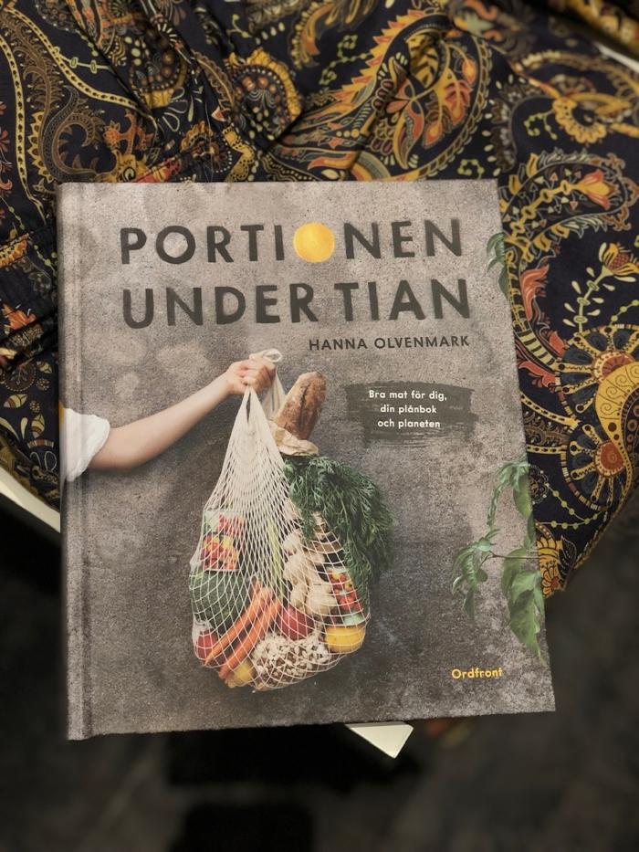 Hanna Olvenmark - Portionen under tian : Bra mat för dig, din plånbok och planeten