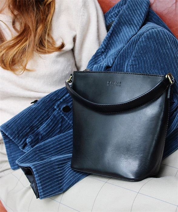 O My Bag - Bobbi Midi Bucket Bag, Black Classic Leather